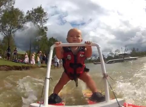Ryder Blair bebe esqui acuatico