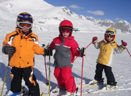 esquiar-ninos-casco